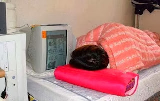 funny picture: Computer addicts never sleep