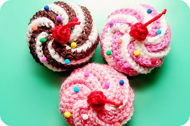free crochet pattern mini cupcake hair clips