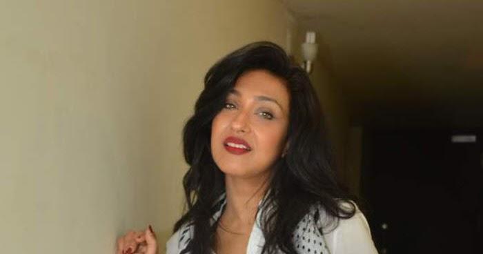 Desi Shotz: Kajal in boobs bursting out in tight white