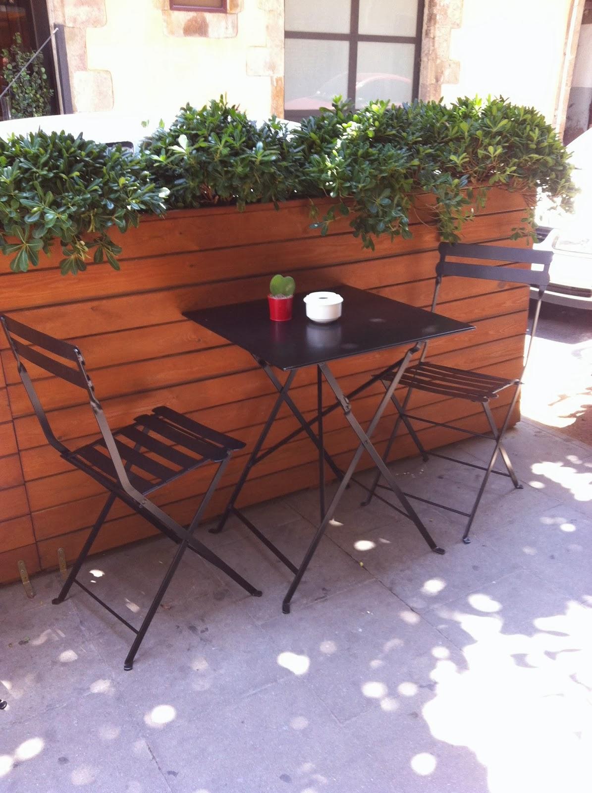 Mesas y sillas retro mobiliario vintage de estilo for Mobiliario de patio