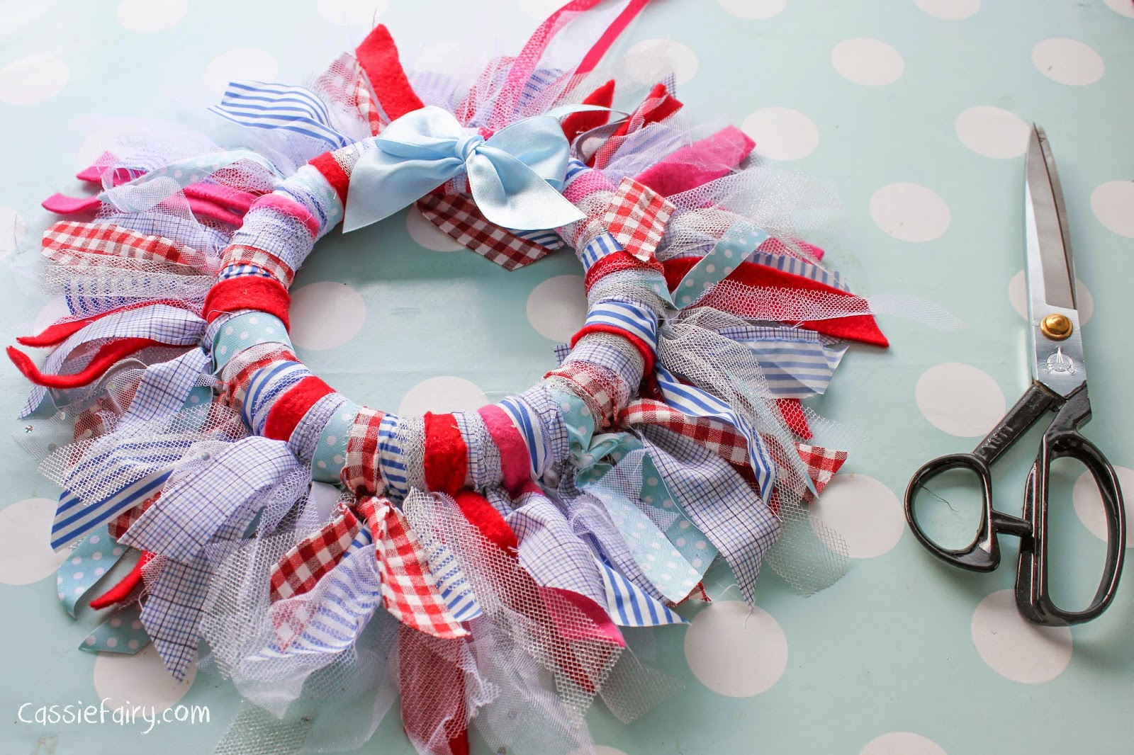 how to make a fabric bow for a wreath