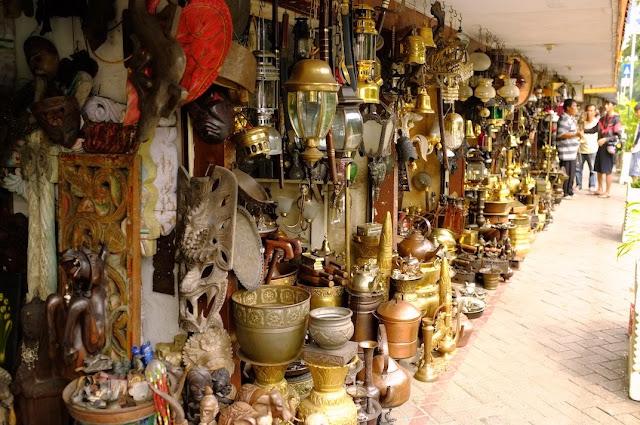 Pasar antik jalan surabaya