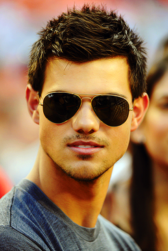 OFFICIAL TAYLOR LAUTNER FAN PAGE: Old/New Photo of Taylor ...
