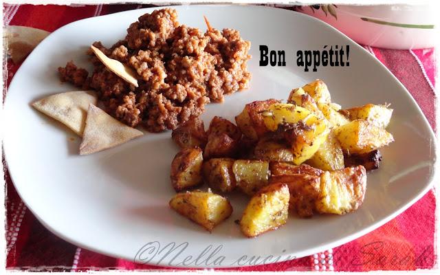 chili con carne, patate alla paprika e tortilla chips