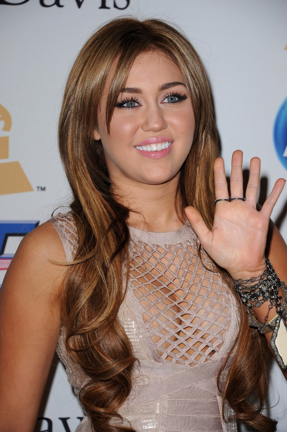 Miley Cyrus Expose Her Big Breasts