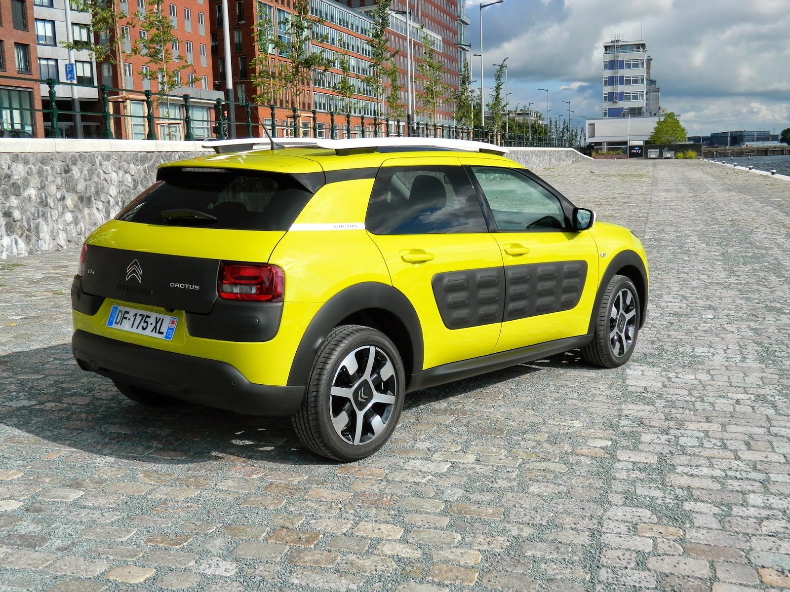 Citroen C4 Cactus in Yellow