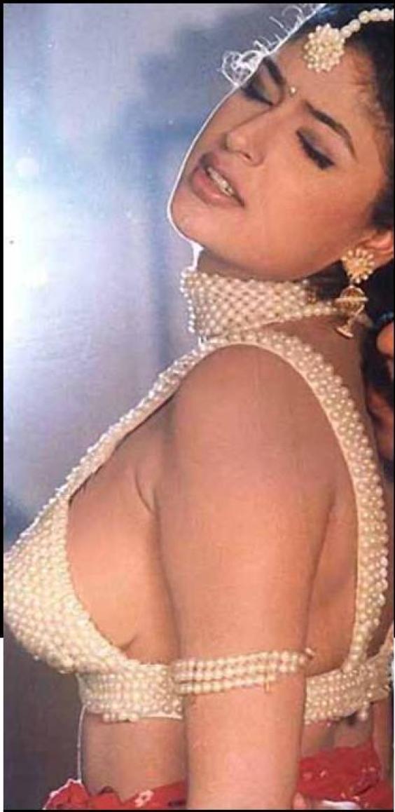 Actress Anjala Zaveri Showing Her Boob Very Hot