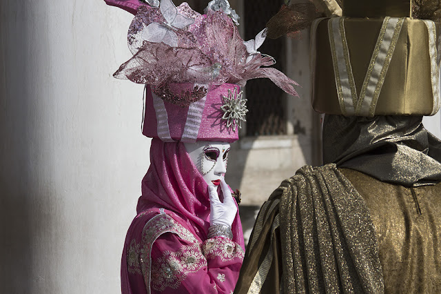 costumed couple, Venice