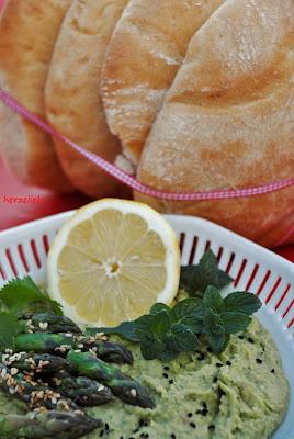 Spargel-Hummus als leckerer Dip fürs Fladenbrot
