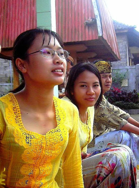 Pictures: Balinese Girls (not nude pictures)