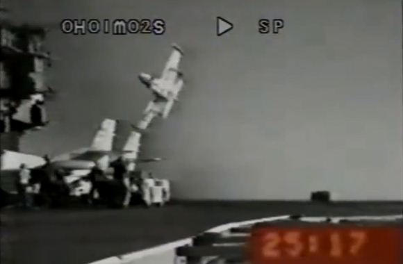 Kecelakaan di kapal induk