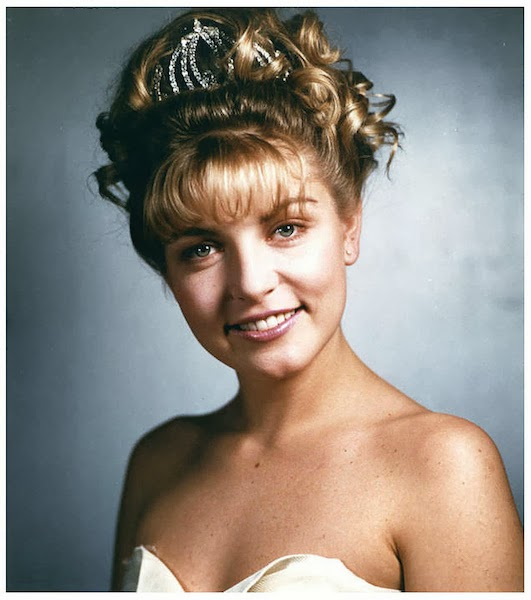 prom photo of the character Laura Palmer from the show Twin Peaks