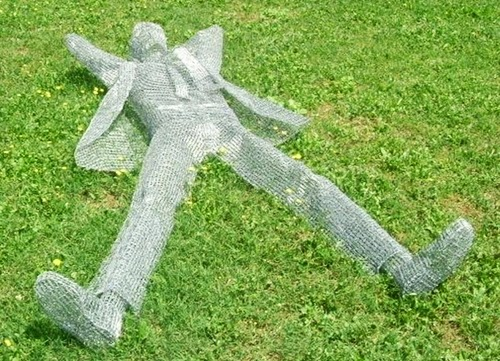 12-Lunch-Break-Italian-Artist-Pietro-DAngelo-Paper-Clips-Sculptures-www-designstack-co