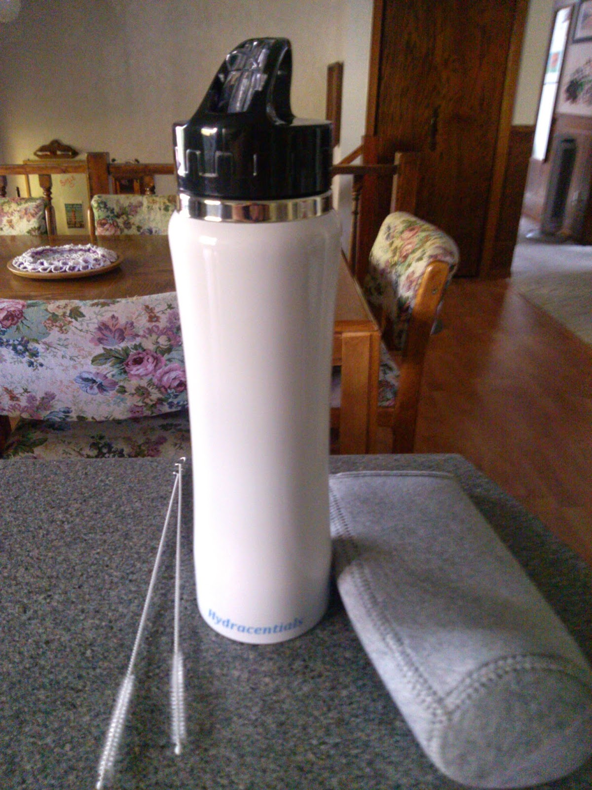 Hydracentials Insulated Stainless Steel Water Bottle Review