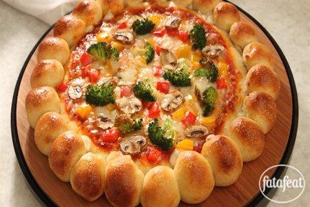بيتزا بيتية محشية الأطراف