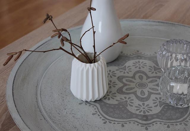 váza biela geometrická
