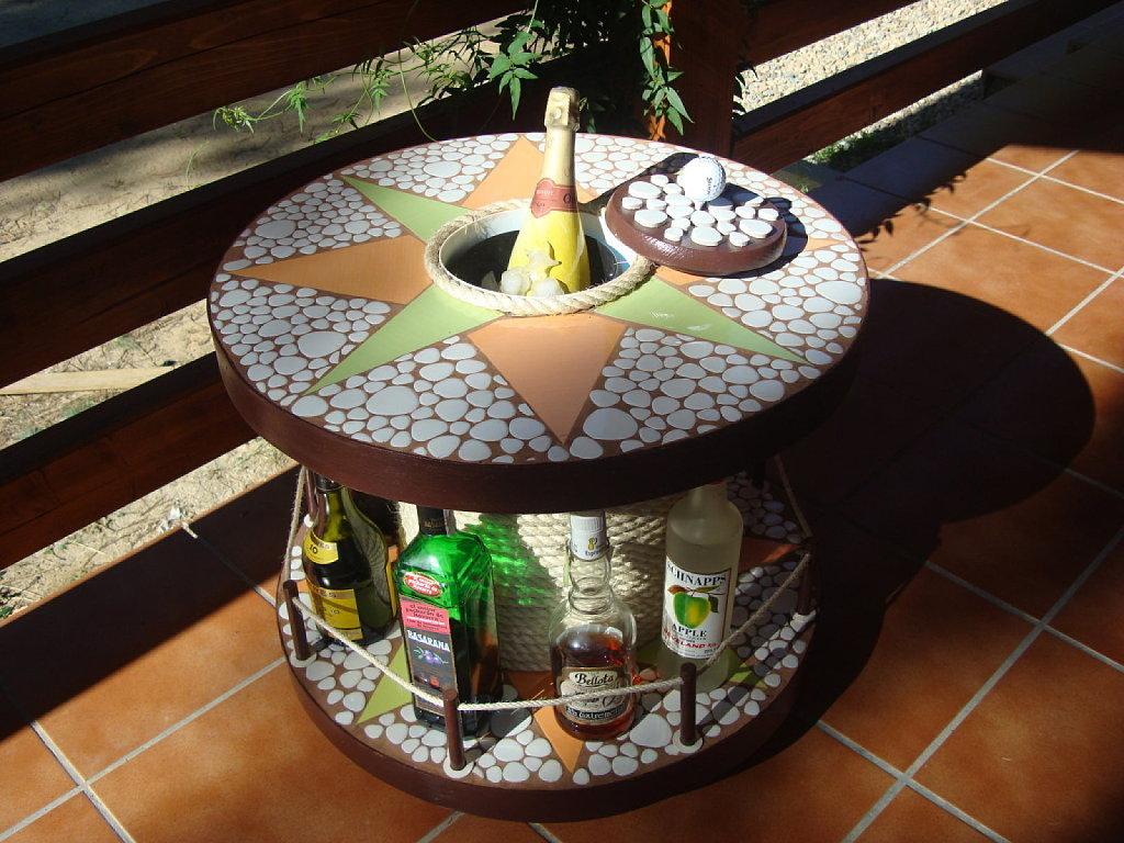 Hacer una mesa con una bobina de madera for Bar con madera reciclada