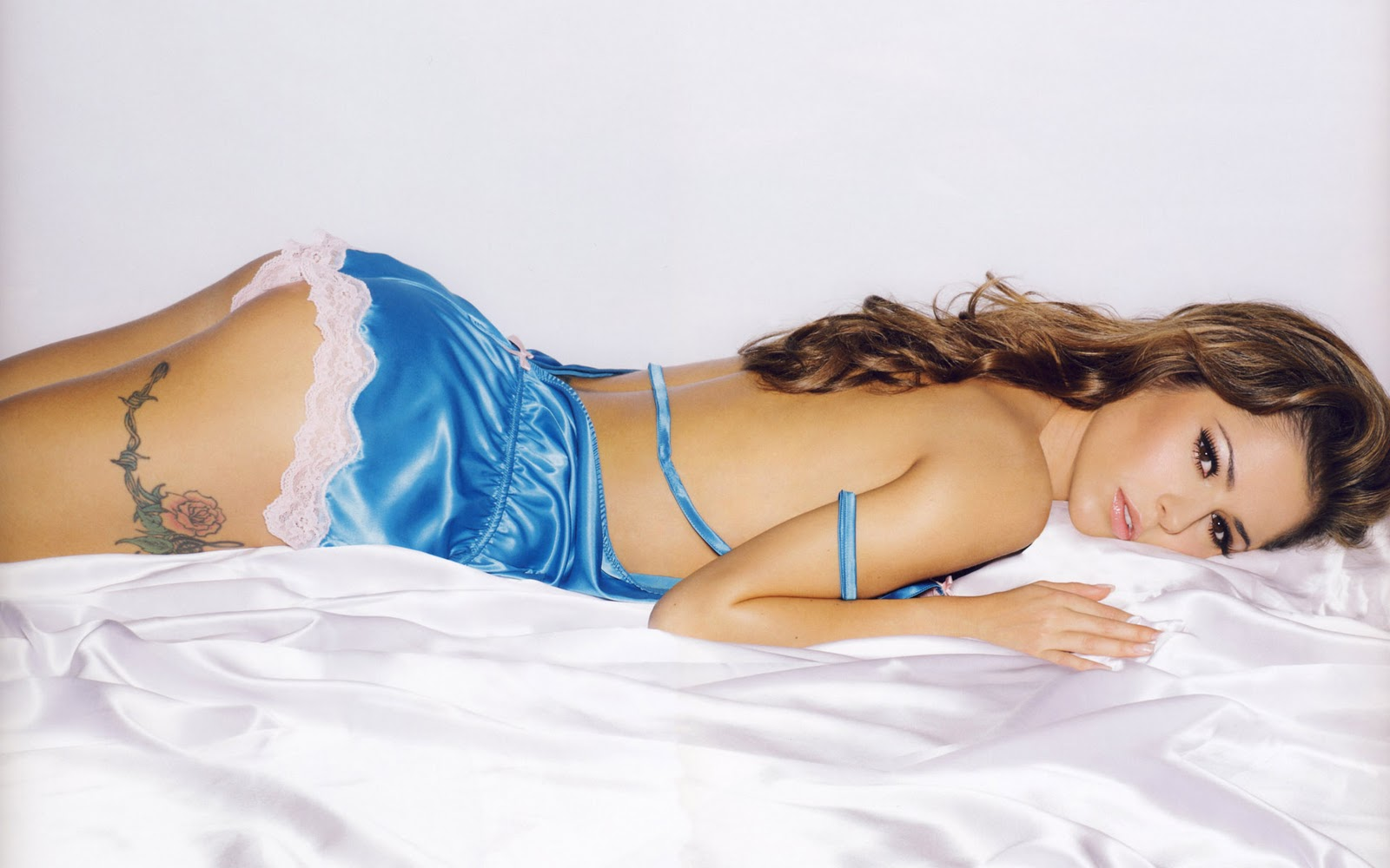 http://1.bp.blogspot.com/-6SSANPNRWJg/T6aQ1VWb45I/AAAAAAAAIeQ/rbWN7WNrsQw/s1600/27-best-top-desktop-hot-celebrity-girl-sexy-lingerie-wallpapers-hd-cheryl-cole-blue-lingerie.jpg