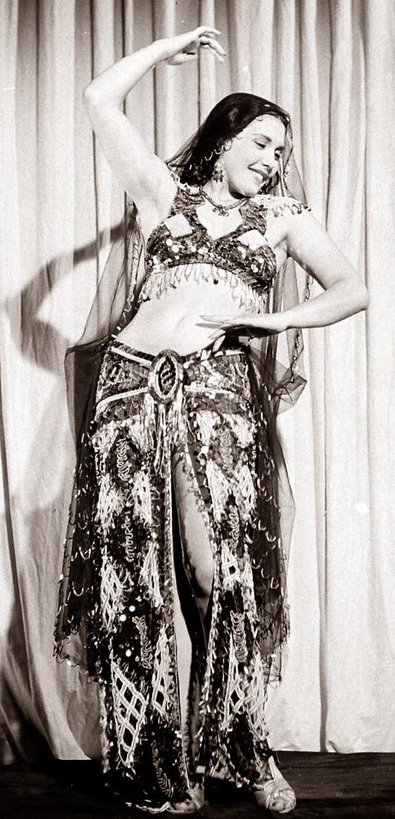 tahiya carioca, disociando infinitos, danza oriental