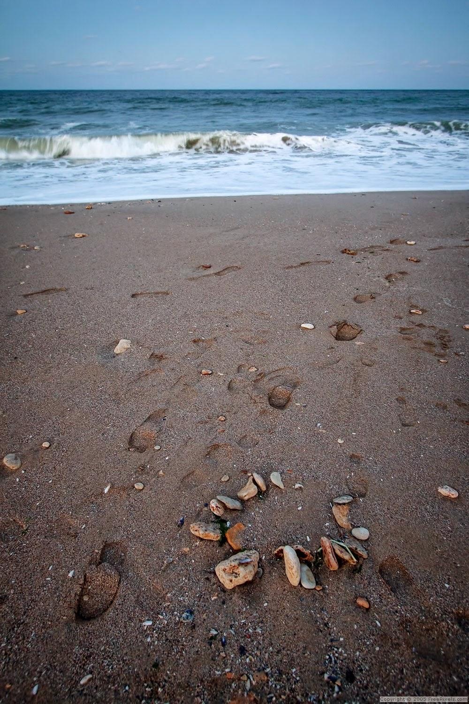 pisadas en la playa islalimon