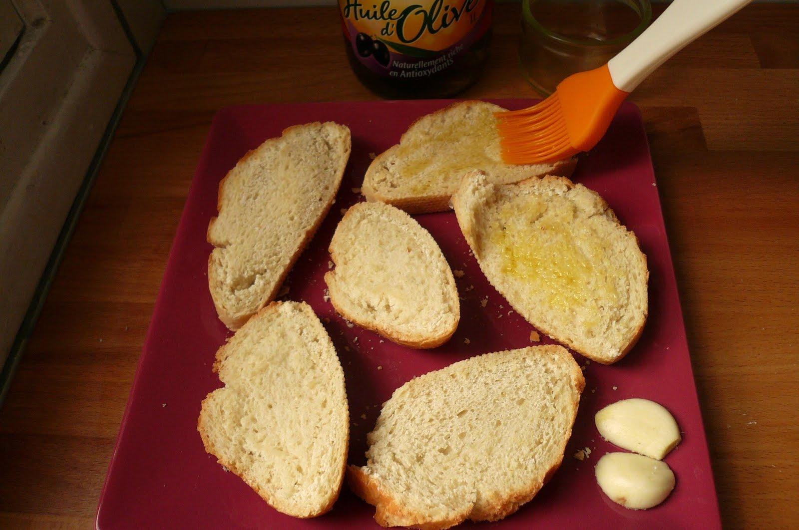 je suis une quiche en cuisine mais je me soigne pain l 39 ail gratin au fromage. Black Bedroom Furniture Sets. Home Design Ideas
