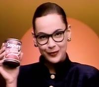 Campanha do molho Sopurê da Arisco com a atriz Carolina Ferraz, veiculada nos anos 90.