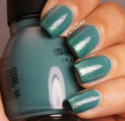 NailaDay: Sinful Colors Athens with Zoya Ivanka gradient