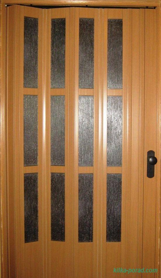 секційні двері-гармошка з ПВХ, з вітражами