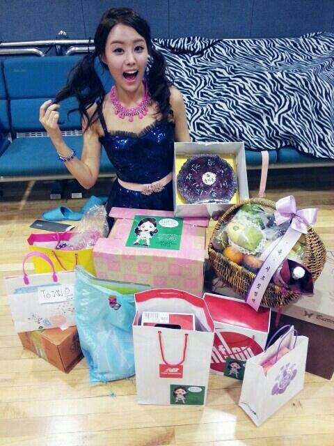Secrets Jieun Shows Off Her Birthday Gifts From Fans
