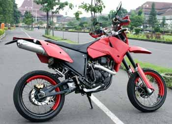 Modifikasi Scorpio ala Supermoto title=