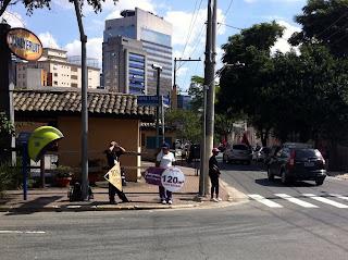 Example of sandwich advertising in São Paulo