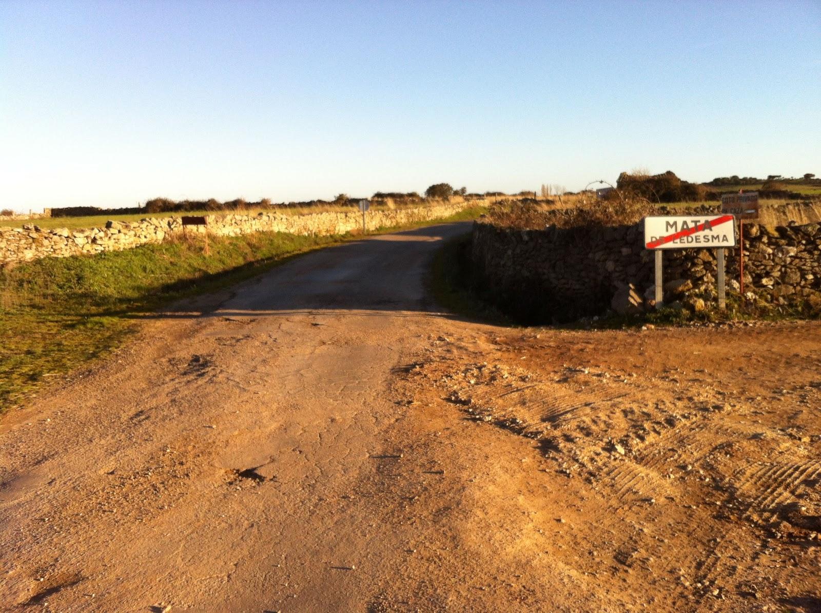 Imagen del asfalto en un cruce de uan de las carreteras cuyo mal estado ha sido denunciado