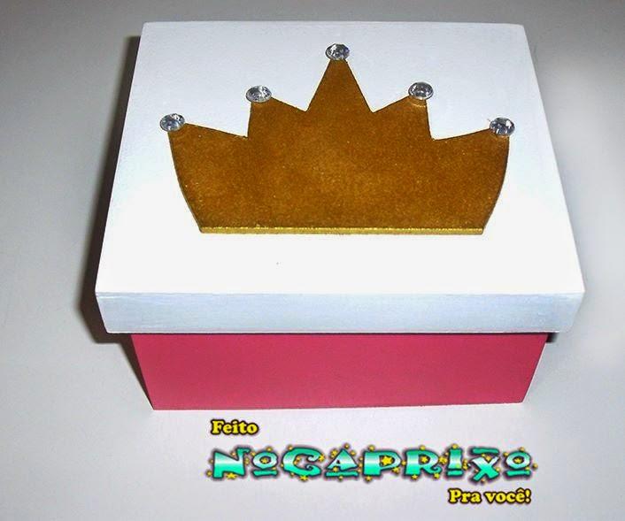Caixa em MDF com Aplicação Coroa e Pedras