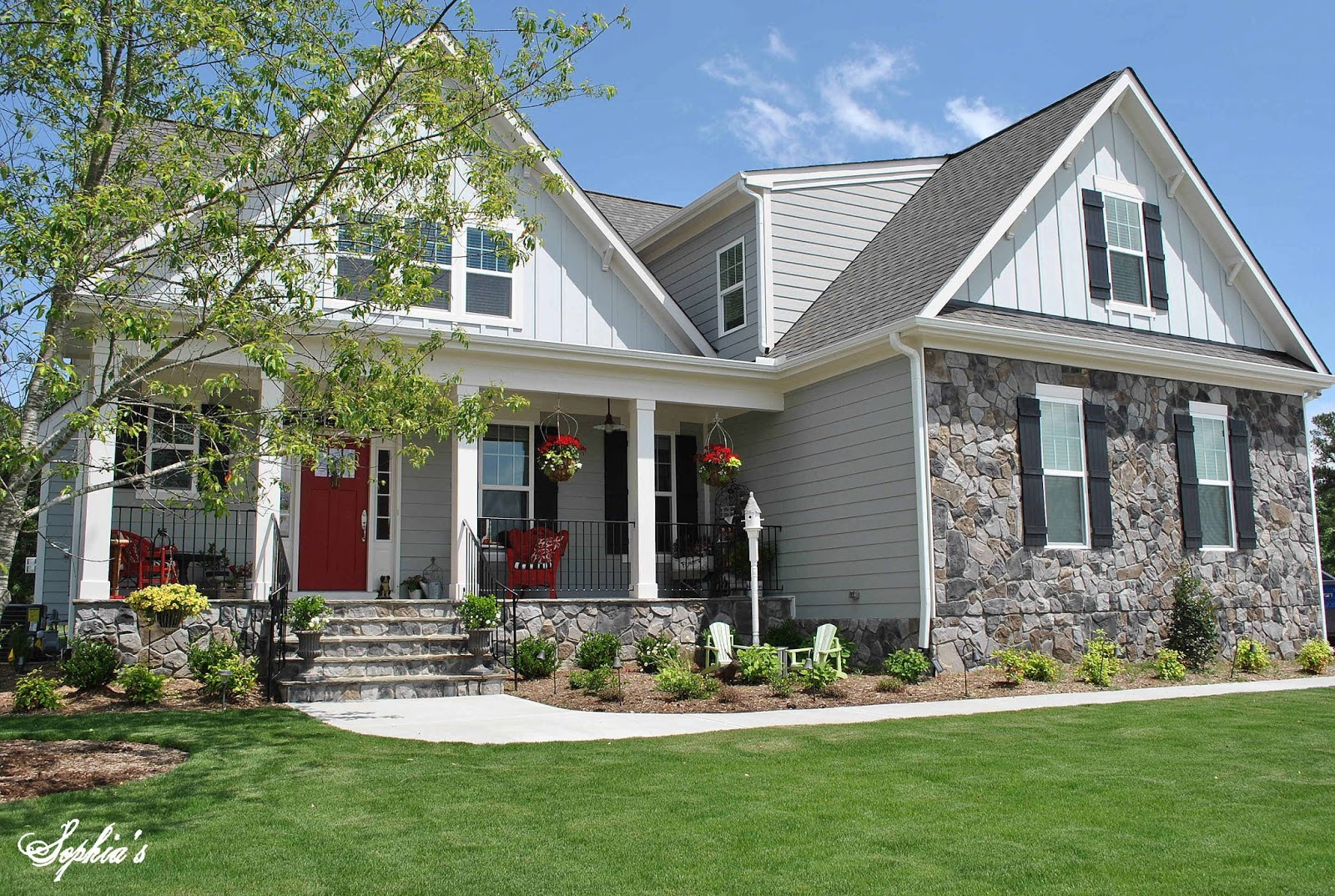 Sophia 39 s farmhouse style front porch with pops of red for Porch homes