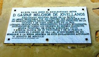 Puerto de Vega, Casa de Trelles, placa