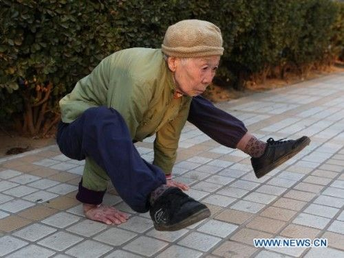 Zhao%2BYufan - Physically fit 82-year-old grandma - Weird and Extreme