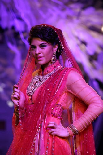 Jacqueline Fernandez Special Ramp for Tarun Tahiliani At LFW 2014