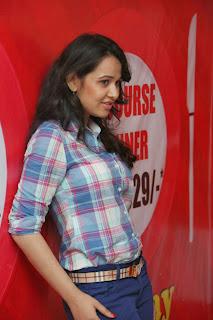 Nisha Kothari New Cute Stills(12)