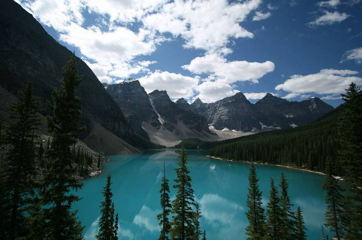 the beautiful lake louise canada travel and tourism. Black Bedroom Furniture Sets. Home Design Ideas