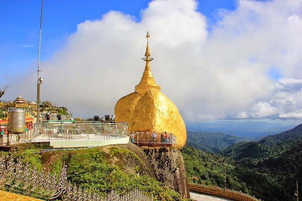 Pagoda Kyaikhteeyoe (Kyaiktiyo) - Burma