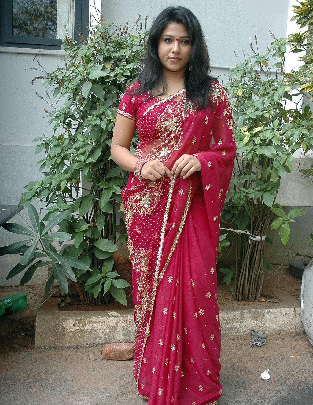 Displaying 20> Images For - Jyothi Krishna In Saree...
