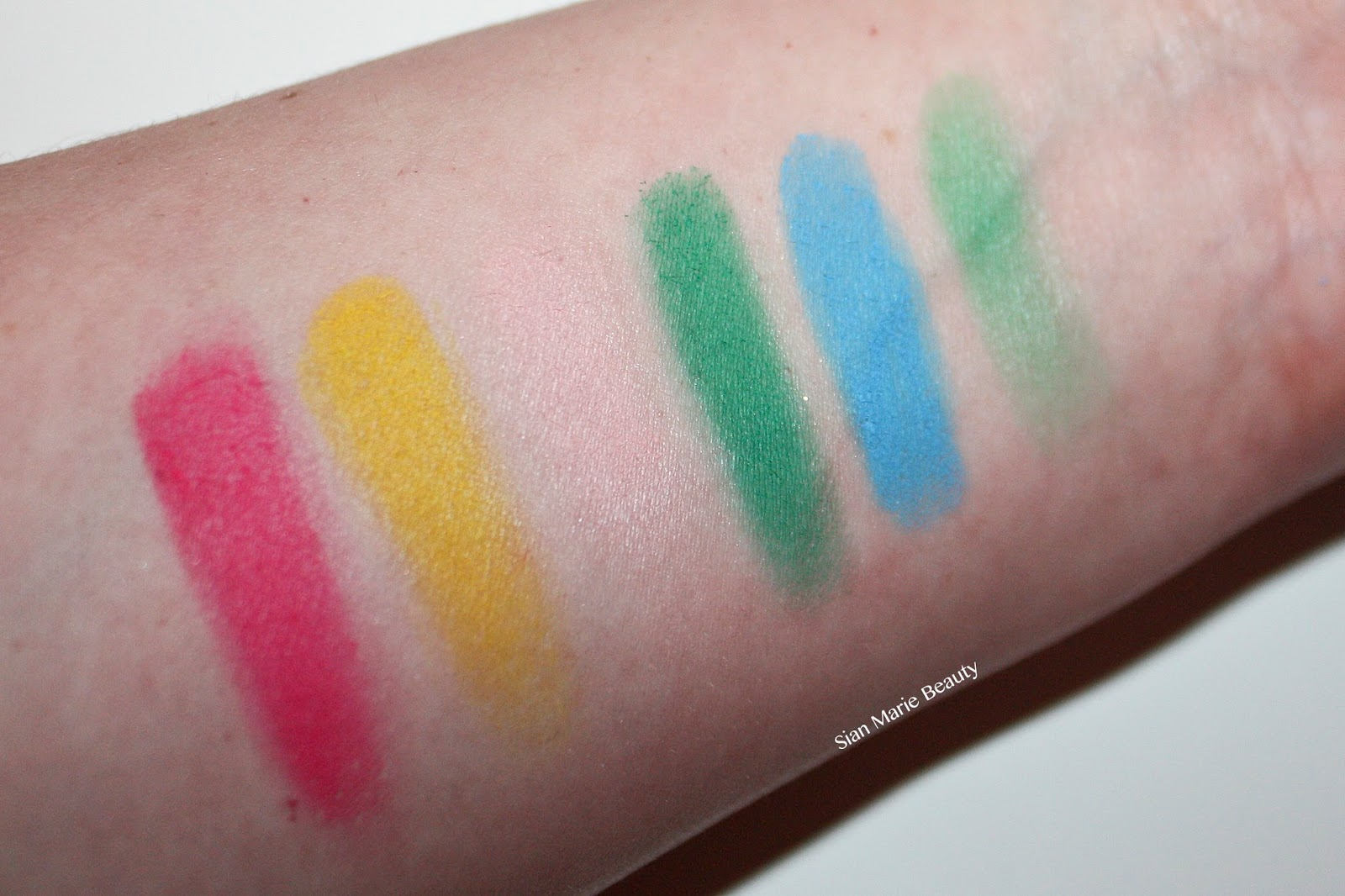 Makeup Revolution Matte Brights Palette Review