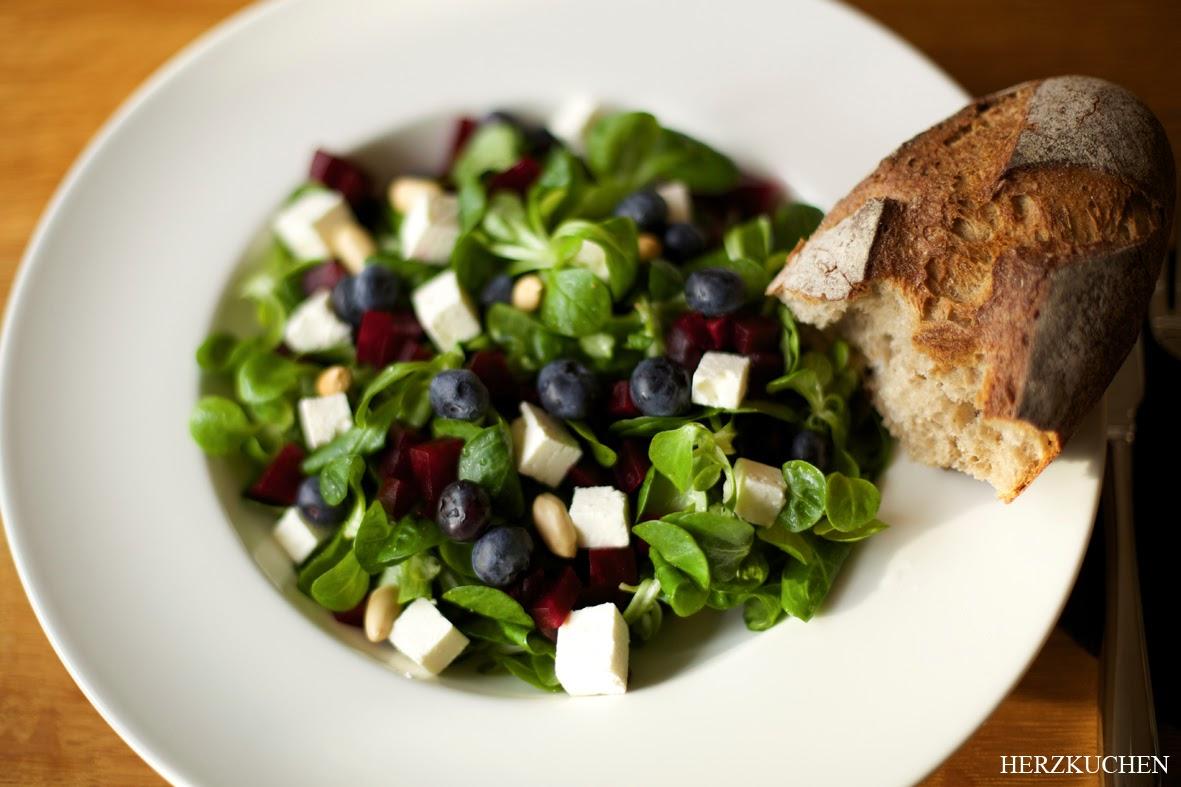 Salat mit Heidelbeeren
