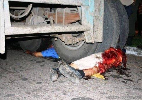Kecelakaan Motor Tragis, Sebabkan Korban Terpotong Jadi Dua ...