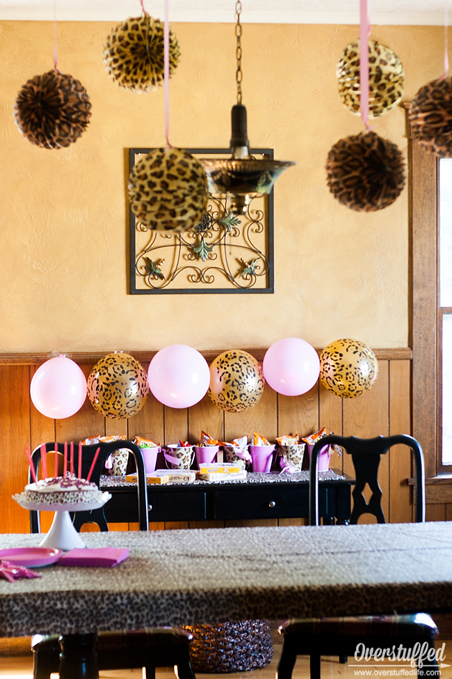 Super simple cheetah birthday party ideas overstuffed for Animal print decoration