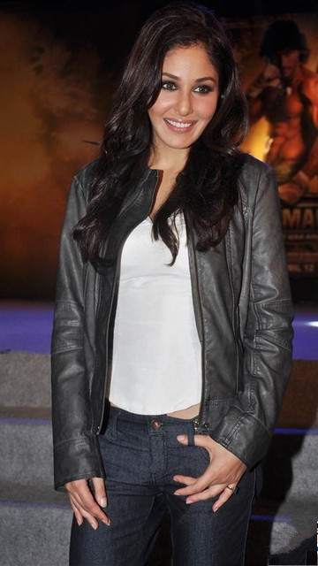 Pooja Chopra Hot Wallpapers 2013