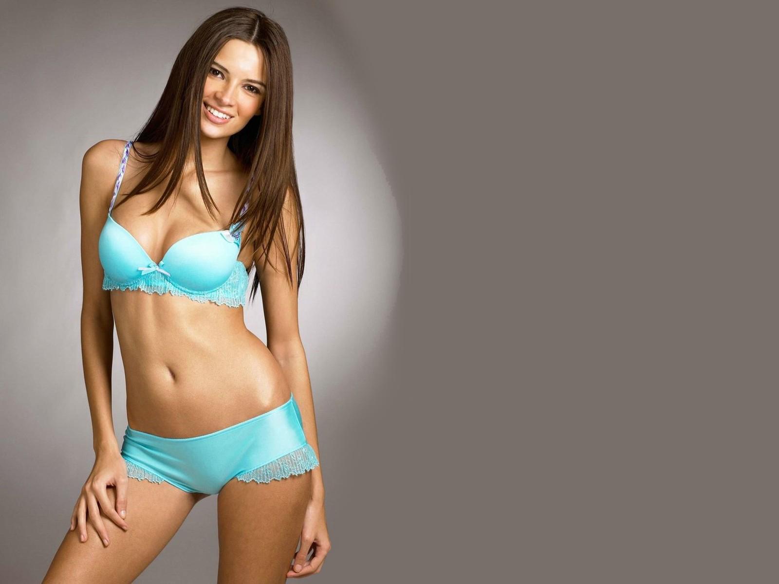 High resulation bikini photos