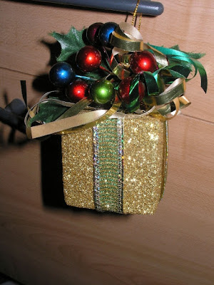 Gift box ornaments 2