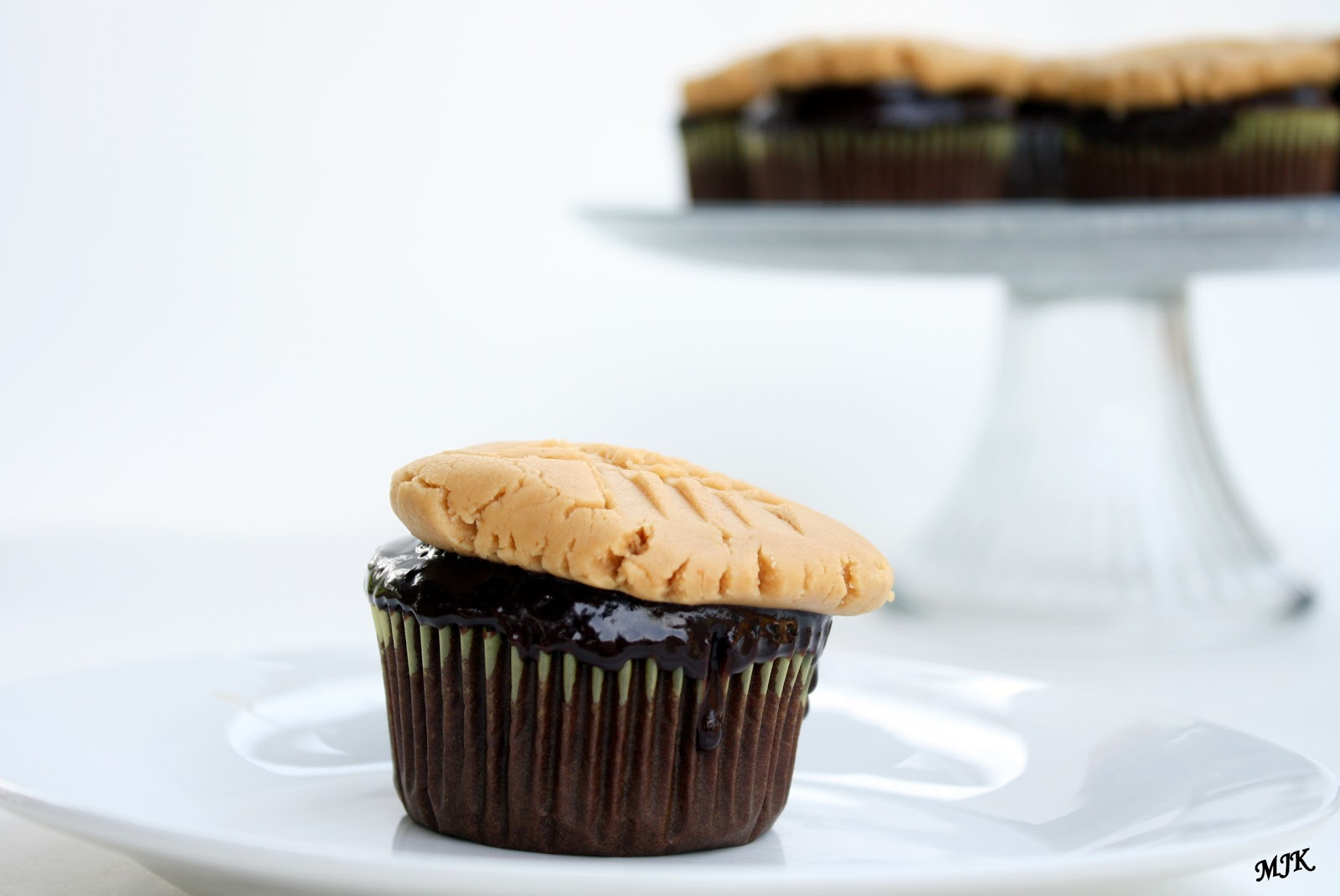 Melissa's Cuisine: Chocolate Cupcakes with Peanut Butter ...