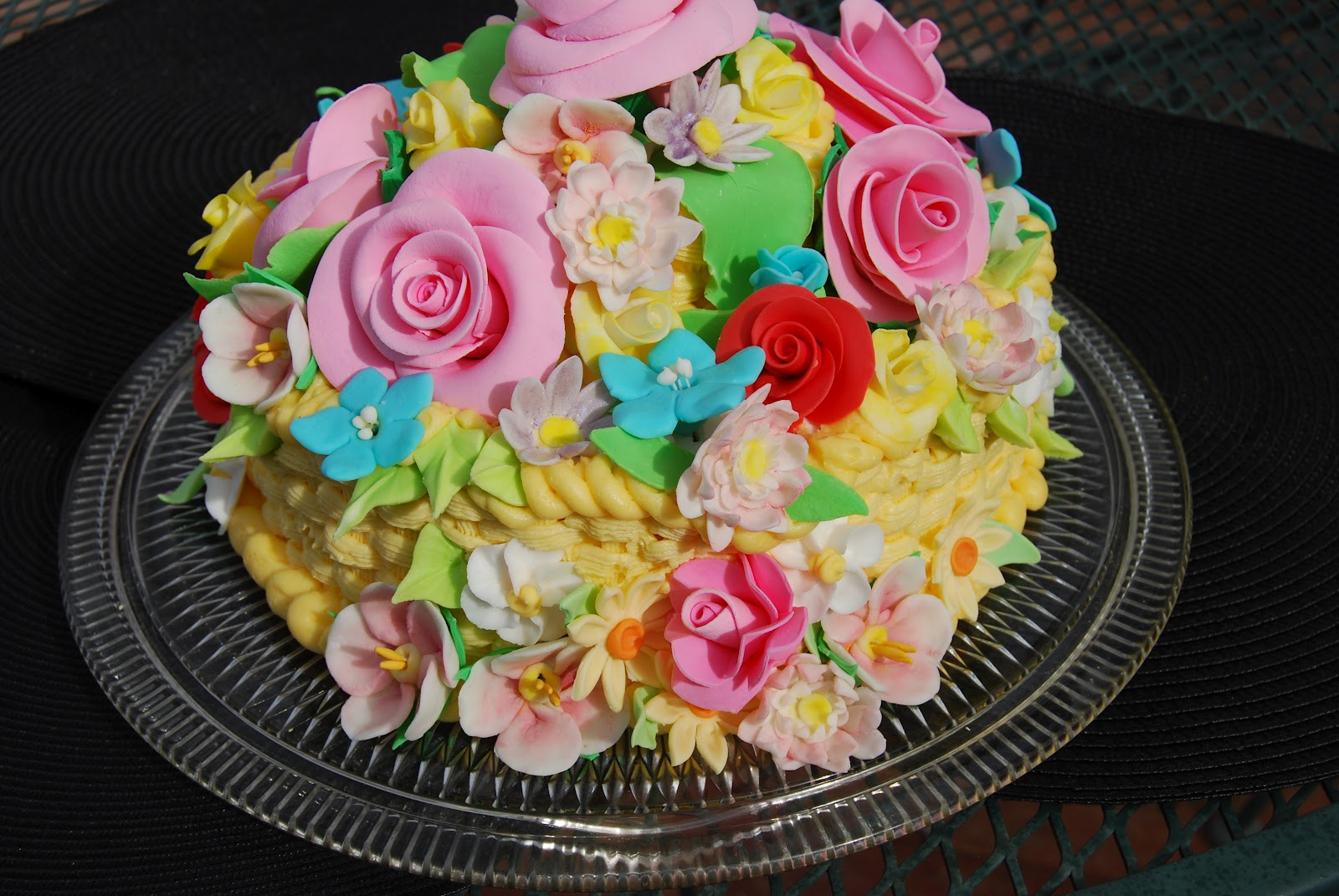 How To Make A Basket Of Flowers Cake : Gamma susie s this n that mother day basket of flowers cake